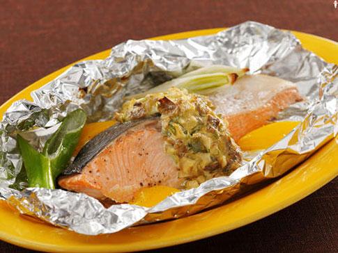 鮭のホイル焼き きのこのタルタルソース