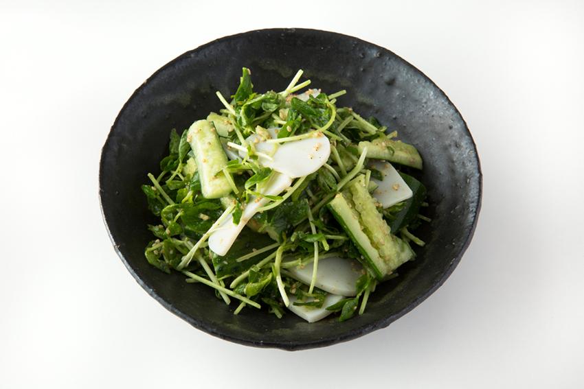 豆苗とたたききゅうりのサラダ