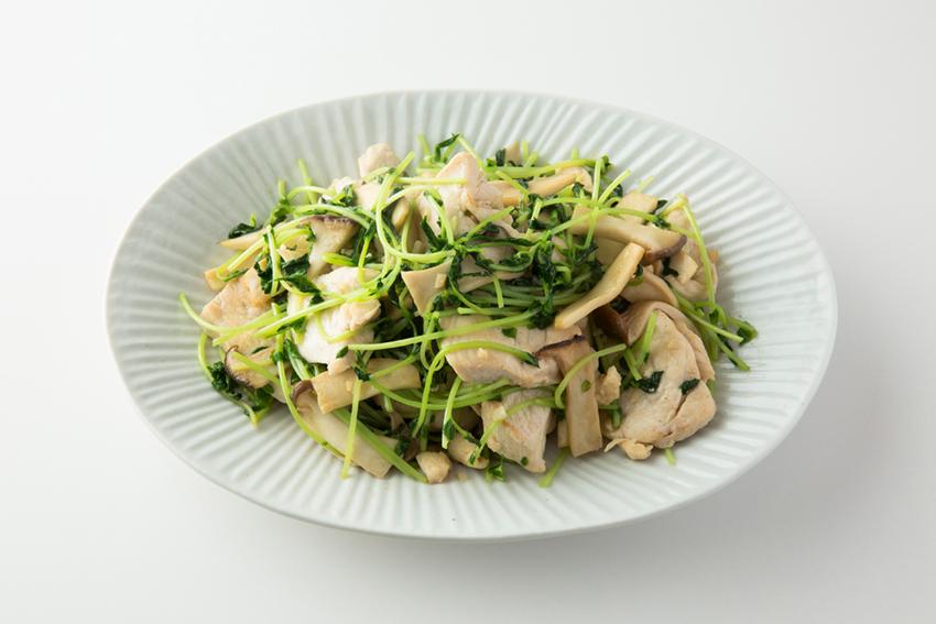 豆苗と鶏肉、エリンギの炒めもの
