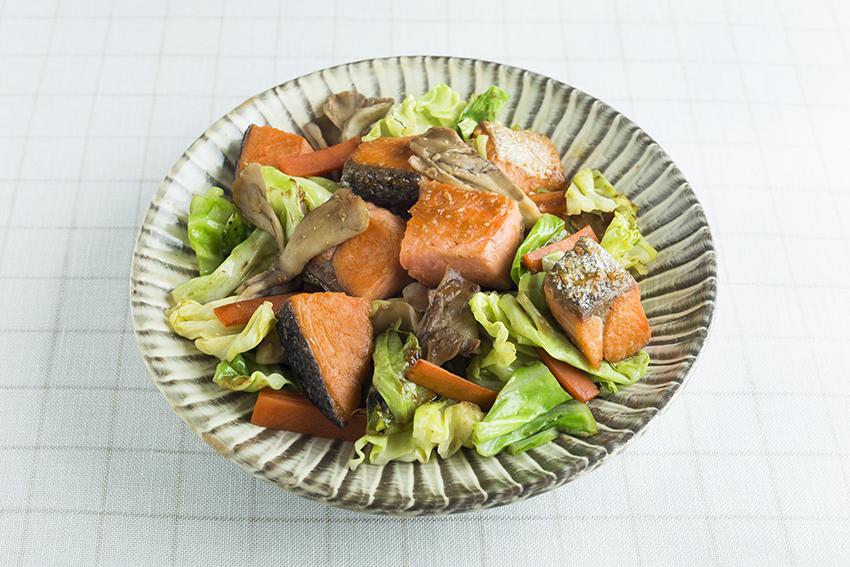 鮭とキャベツのみそ炒め