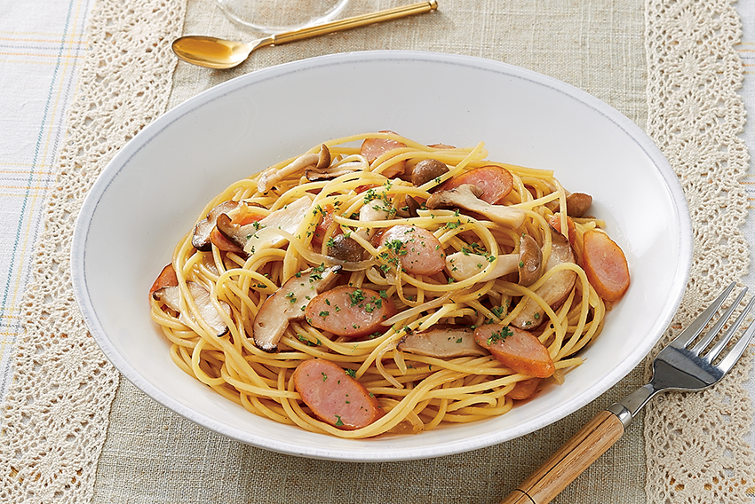 きのことウィンナーのにんにくスパゲッティ