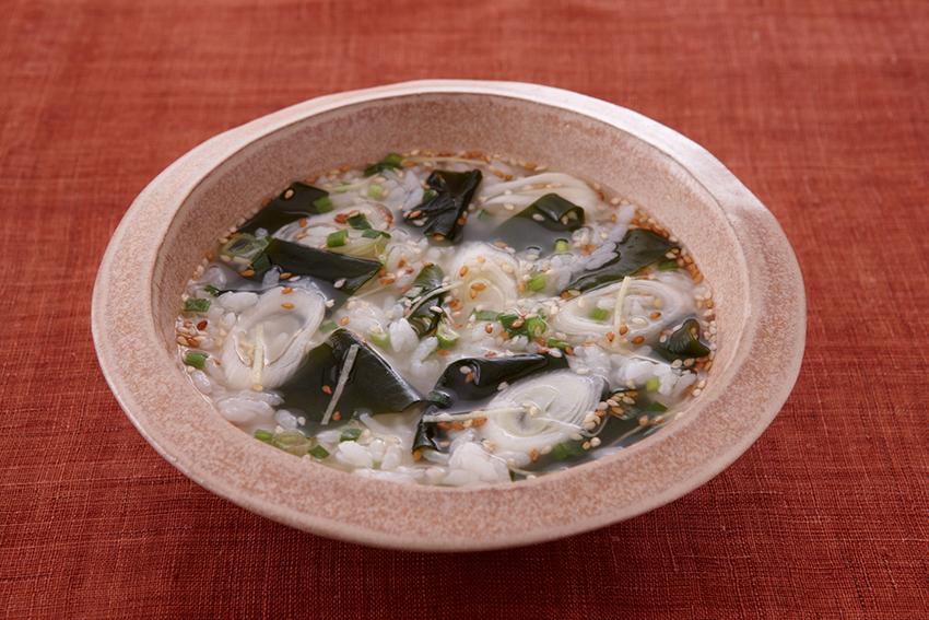 たっぷり生姜のわかめスープ雑炊