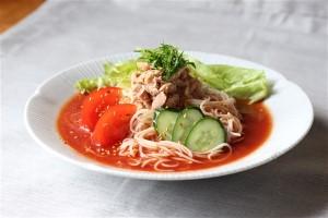 トマトジュースで作る 中華風サラダそうめん